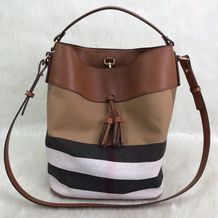 808f4bd31ce1e BURBERRY ASHBY İN CANVAS TABA