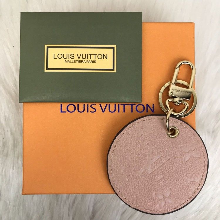 LOUİS VUİTTON BAG CHARM PUDRA PEMBESİ